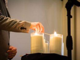 В Киеве зажгли свечи в память о жертвах нацизма