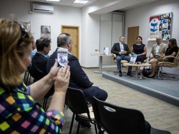 """Участники акции """"Посади дерево в Израиле"""" получили сертификаты"""