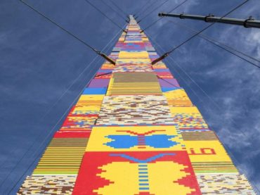 В Тель-Авиве построили башню из Lego высотой с 12-этажный дом
