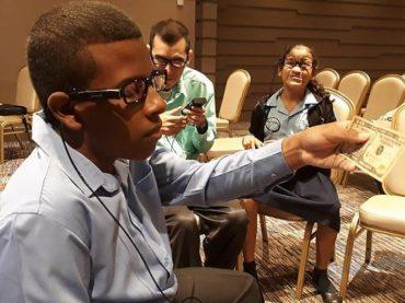 Израиль подарил панамским студентам уникальные очки