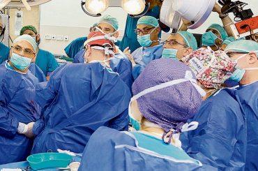 Израильские медики сделали уникальную операцию по удалению опухоли новорожденной девочке