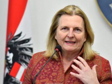 МЗС Австрії відкликало з Ізраїлю аташе за фото у нацистській футболці